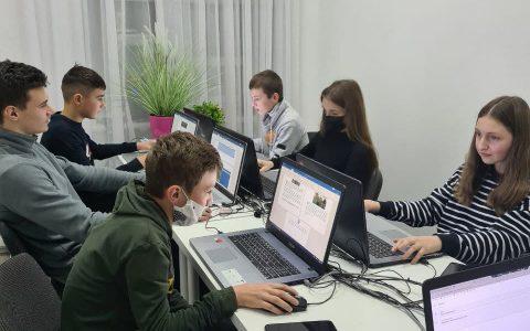 Який IT-курс буде корисним для навчання в школі?